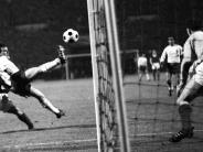 Fußball: Per Lupfer ins Geschichtsbuch