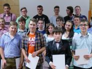 """Abschluss: Pfaffenhausener Absolventen erhalten """"gelbes Trikot"""""""