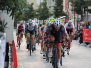 Altstadtkriterium: In Mindelheim rasen die Radfahrer um den Sieg
