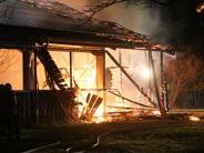 Polizeireport: Reithalle abgebrannt: Brandfahnder suchen nach der Ursache