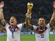 Fußball: Schweinsteiger und Podolski: Das Ende einer Ära