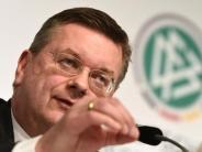 Fan-Vorkommnisse in Prag: DFB-Präsident Grindel: FIFA-Entscheidung in Demut abwarten
