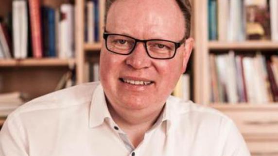 <b>Ulrich Kloos</b>, der neue Dekan des Dekanats Ehingen-Ulm. - Copy-20of-20Bild-20Dekan-20Kloos