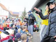 Feier: Rap-Huhn zieht durch Holzheim