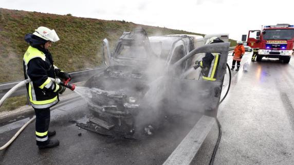 brand auto geht in flammen auf nachrichten neu ulm. Black Bedroom Furniture Sets. Home Design Ideas