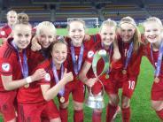 EM 2016: Diese Mädels müssen es wissen: Wie wird man(n) Europameister?