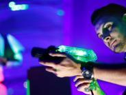 Neu-Ulm: Stadt lädt zum Schießen ein: Lasertag im Ferienprogramm erzürnt Politiker