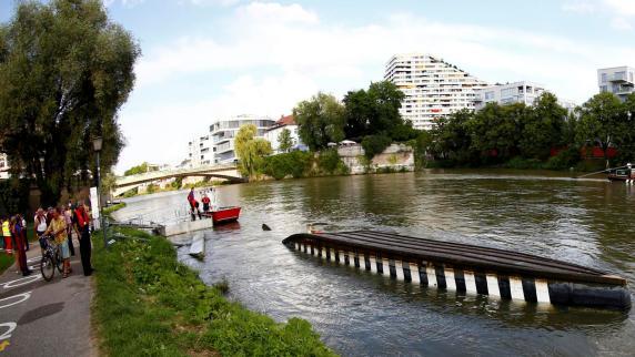 """Ulm: Ausflugsboot """"Ulmer Schachtel"""" kentert auf der Donau"""