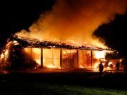 Großeinsatz: Maschinenhalle brennt in Illerberg nieder
