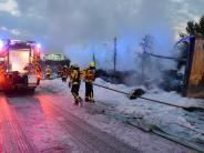 Elchingen: Gefahrgut-Lastwagen brennt auf der A8 aus