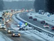 Landkreis Neu-Ulm/Ulm: Blechschäden und Verletzte auf glatten Straßen