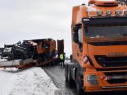 Kreis Neu-Ulm: Lastwagen verliert Anhänger an Autobahn-Auffahrt