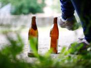 Alkoholkonsum: DAK-Studie: Wenn Eltern trinken, tun es Kinder oft nach