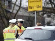 Neu-Ulm: Mit Handy hinterm Steuer: Autofahrer werden immer unaufmerksamer