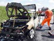 Elchingen: Auto brennt auf der Autobahn aus