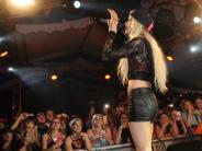 Vom Bierkönig in Mallorca nonstop ins...: Party-Queen Mia Julia heizt Schießen ein
