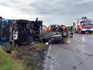 Alb-Donau-Kreis: Auto prallt gegen Lastwagen: 32-Jährige getötet