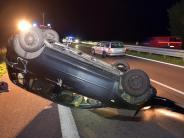 Ulm: Auto überschlägt sich auf der B30: Zwei Schwerverletzte