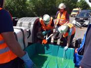 Neu-Ulm/Nersingen: Nach Unfall auf B10 läuft Diesel aus