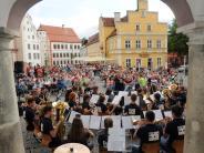 Open Air Konzerte locken unzählige Besucer: Chorfestival, Klassik + Rathauskonzerte in Weißenhorn