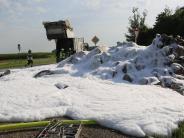 Nersingen: Drei Tonnen Eierkartons fangen Feuer: Staatsstraße bei Nersingen gesperrt