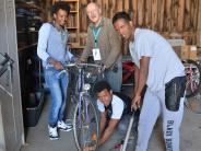 Senden: Flüchtlinge machen in Wullenstetten kaputte Fahrräder wieder flott