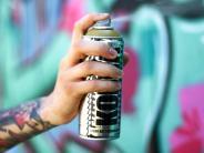 Elchingen: Unbekannte besprühen Autos und Garagen mit Farbe