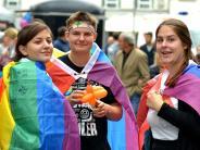 Christopher Street Day: Gut besuchte Veranstaltung auf dem Ulmer Marktplatz