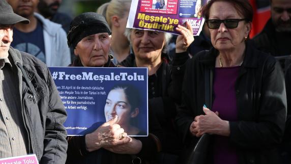 Botschafter besucht deutsche Journalistin Tolu in türkischer Haft