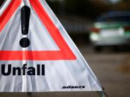 Elchingen: Sattelzug kracht in Schutzplanke