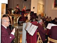 Konzert: Fetzige Klänge heizen in der kühlen Kirche ein