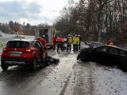 Landkreis/Ulm: Autos prallen auf schneeglatter Straße zusammen