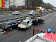 Bildergalerie: Drei Menschen werden bei Unfall verletzt