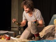 Am Theater Ingolstadt: Eine Klobürste als Palme