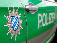 Neusäß: Betriebsunfall: Zwei Arbeiter werden von 250 Kilo-Regal erwischt