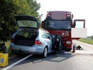 Region Neuburg: B16: 62-Jährige stirbt nach Kollision mit Lastwagen