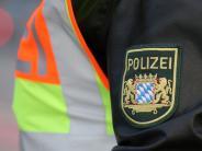 Kreis Augsburg: Autofahrer will auf A8 ausweichen und prallt gegen Betonwand