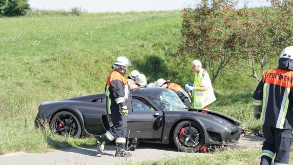 Neuburg: Drei Schwerverletzte und 400.000 Euro Schaden bei schwerem Unfall