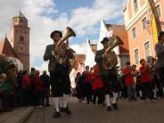 Burgheim/Donau-Ries: Mit Pauken und Trompeten durch die Stadt