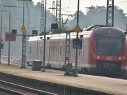 Baden-Württemberg: Regionalbahn überrollt Zugbegleiterin: 50-Jährige stirbt