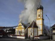 Altmannstein/Steinsdorf: Kirche vom Feuer zerstört