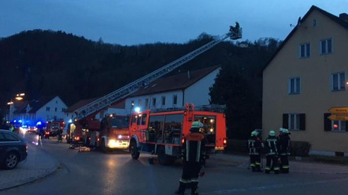Wellheim Matratze und Teppich fangen in Wellheim Feuer