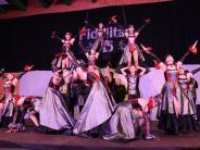 Show Tanz: Fünf Stunden Akrobatik und Glamour
