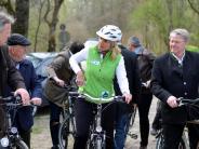 Bertoldsheim/Neuburg: Umweltministerin radelt durch die Donauauen