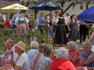 Brauchtum: Sommersonne, zünftige Musik und Volkstanz