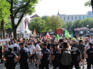 Ingolstadt: Applaus und Wasserbomben: Die AfD betritt die Wahlkampfbühne