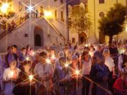Lichterprozession: Glauben feiern im Kerzenschein