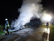 Kollision: Traktor brennt nach Unfall komplett aus