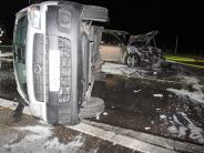 Neuburg: Auto brennt nach Unfall komplett aus