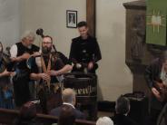 Religion: Sackpfeifen und Trommeln im Gottesdienst